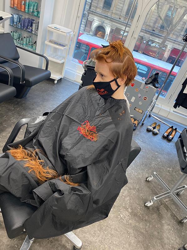 Jayson Gray cutting hair